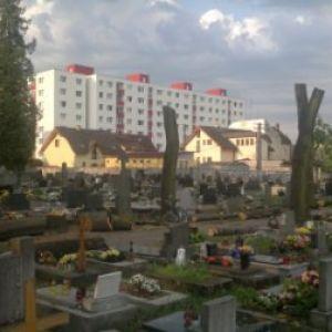 Mesto Púchov: OBNOVA ROZVOJ MESTA – REKONŠTRUKCIA CHODNÍKOV A ZELENE V CINTORÍNE